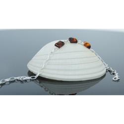 Srebrna bransoletka z delikatnym bursztynem bałtyckim